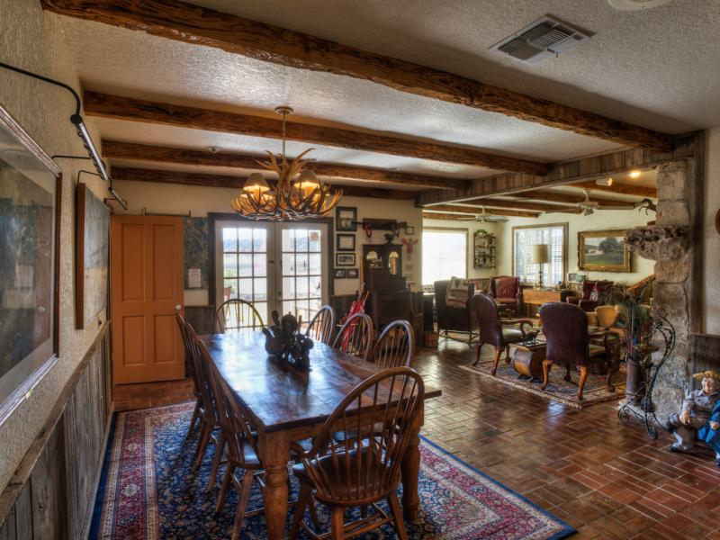 Eagle Ridge Ranch has an open living and dinning area
