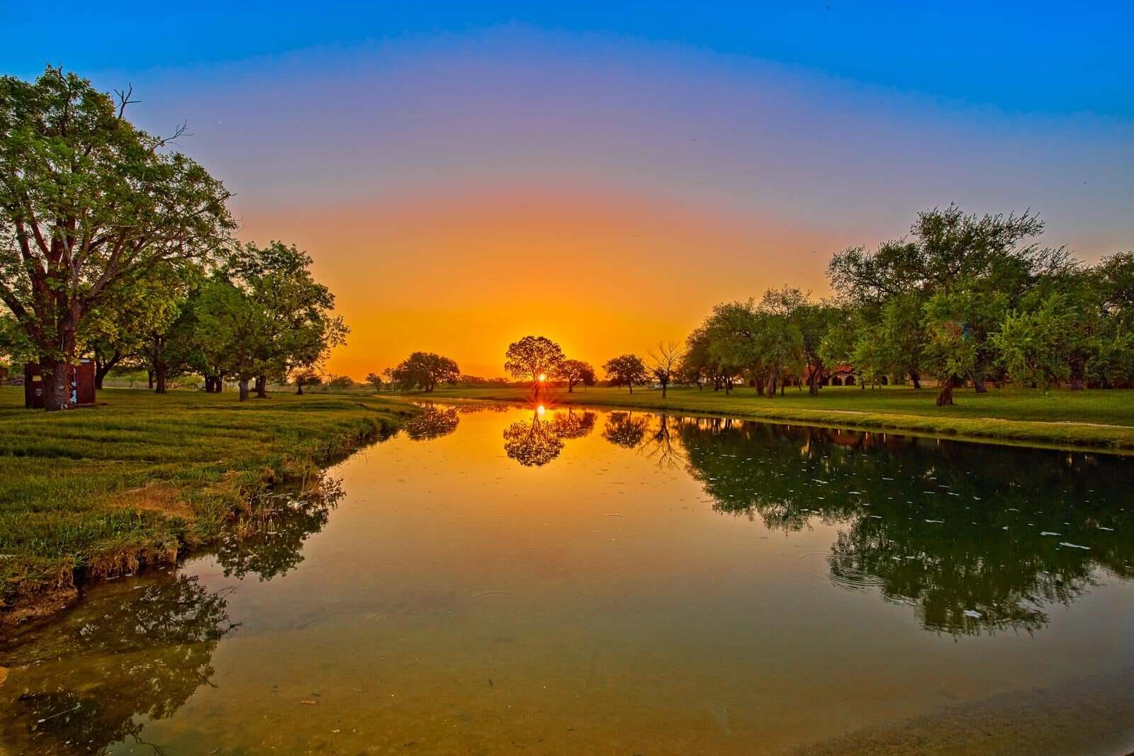 Sunset on Dos Angeles ranch property in Texas land for sale